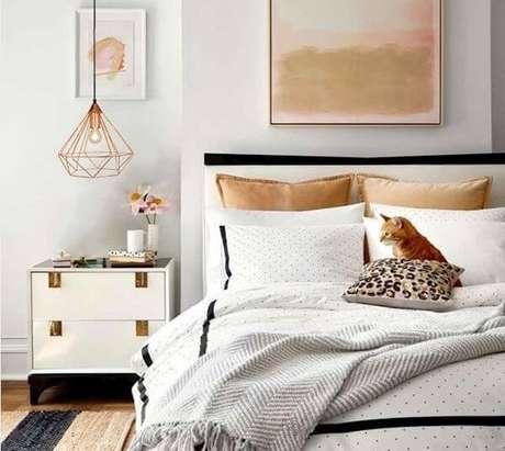 6. O pendente pode ser usado acima do criado mudo, um de cada lado da cama – Por: Diamond Luz