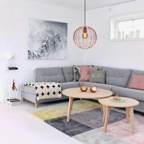 31. A sala de estar também pode ter um pendente grande cobre – Por: Pinterest