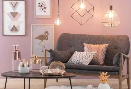 2. Conjunto de pendente aramado trio em formatos diferentes para sala cor de rosa – Por: Pinterest
