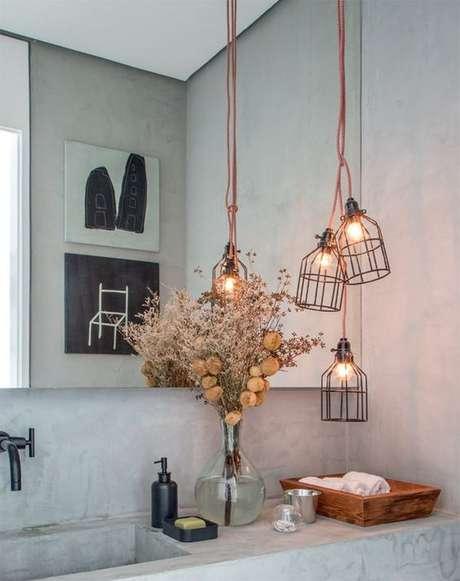 33. Trio de pendentes para decorar o banheiro – Por: Pinterest