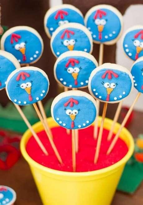 37. Pirulitos decorados para festa de aniversário da Galinha Pintadinha – Foto: Pinterest