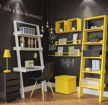 6. Quarto de estudos com estante escada nas cores branca e amarela. Fonte: Leroy Merlin