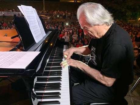 Maestro João Carlos Martins participou da homenagem em Brumadinho