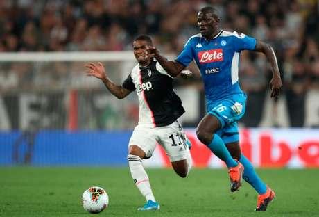 Koulibaly fez o gol contra que decretou a vitória da Juventus (Foto: ISABELLA BONOTTO/AFP)