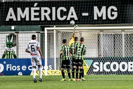 Coelho e Operário fizeram um jogo movimentado, mas o empate não foi bom para as duas equipes- (Mourão Panda/América-MG)