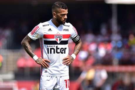 Daniel Alves, do São Paulo, durante partida contra a equipe do Grêmio