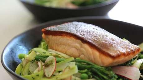 'Com nossa decisão estamos contribuindo para alertar para a importância de manter o (canal de) Beagle', diz chef para parou de vender salmão no restaurante