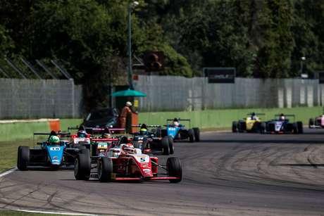 Gianluca Petecof arranca pódio na última volta em Imola pelo Italiano de Fórmula 4