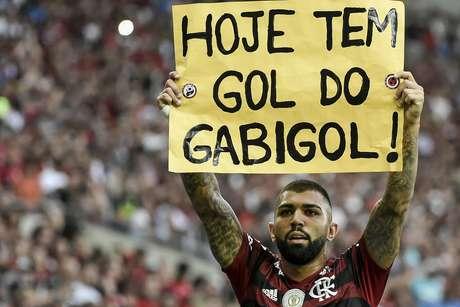Gabriel Barbosa, do Flamengo, comemora após marcar gol na partida contra o Palmeiras válida pela 17ª rodada do Campeonato Brasileiro 2019, no Estádio do Maracanã, na zona norte do Rio de Janeiro, na tarde deste domingo (1º)