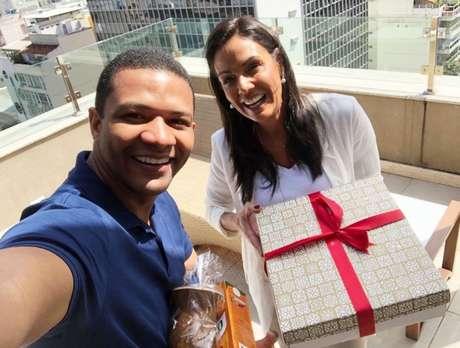 Márcio Bonfim e Cristina Ranzolin trocaram presentes: cuia e chimarrão gaúchos e bolo de rolo pernambucano