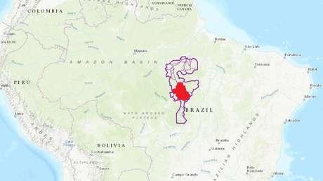 Mapa com as terras indígenas e unidades de conservação na bacia do Xingu, no Pará e em Mato Grosso; em vermelho, a Terra Indígena Menkragnoti, onde ocorreu o encontro
