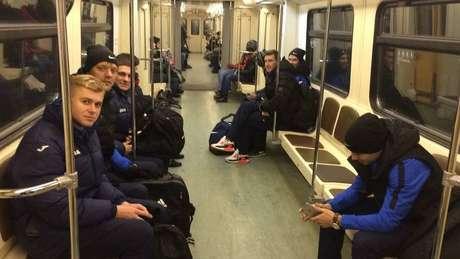 Cena comum na temporada do futebol russo: Luch em deslocamento para algum compromisso