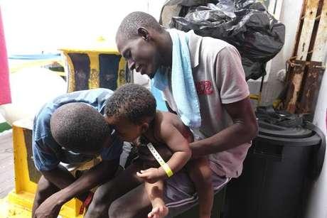 Migrantes a bordo do navio Mare Jonio
