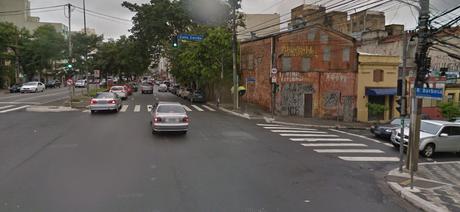 Esquina da rua Rui Barbosa, onde está localizado o restaurante Al Janiah