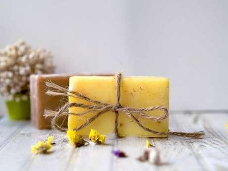 35. Veja como fazer sabonete artesanal em barra – Por: Pinterest