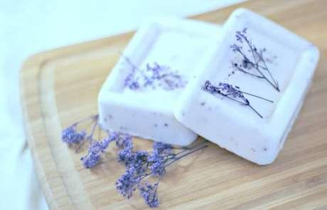 43. Use seus ingredientes favoritos para como fazer sabonete artesanal – Por: Pinterest