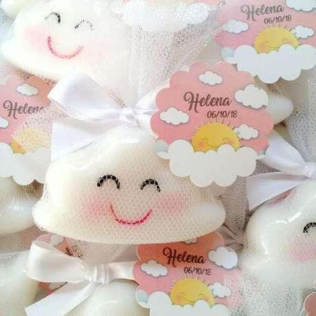 7. Use forminhas de silicone para como fazer sabonete artesanal para chá de bebê – Por: Pinterest