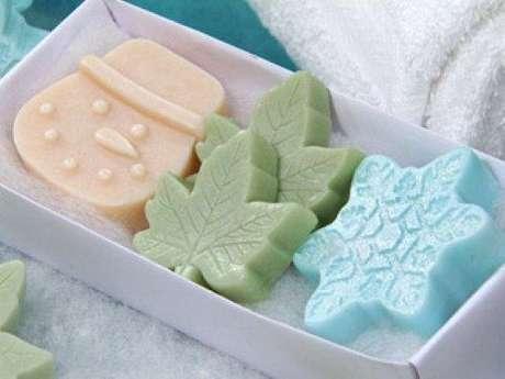19. Como fazer sabonete artesanal para lembrancinhas de natal – Por: Pinterest