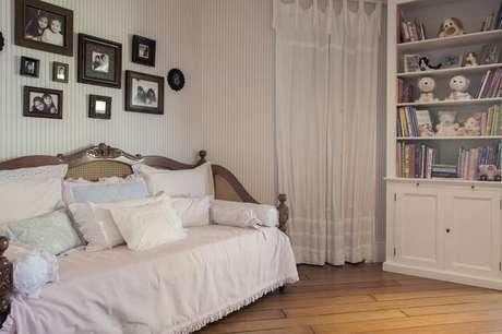 34. Cômodos clássicos podem usar o papel de parede listrado, desde que sejam em uma cor que combine. Projeto de Arquitetura 8