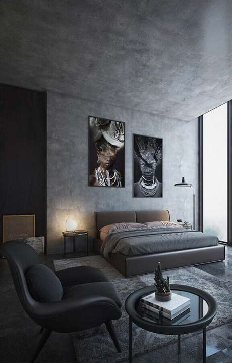 11. Decoração moderna com poltrona para quarto de casal cinza com parede e teto de cimento queimado – Foto: Wood Save