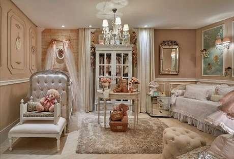 32. Poltrona para quarto de bebê feminino com decoração provençal – Foto: Quarto Para Bebê