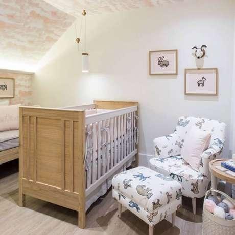 34. A poltrona para quarto de bebê é um item essencial para maior conforto na hora da amamentação – Foto: Lilian Catharino
