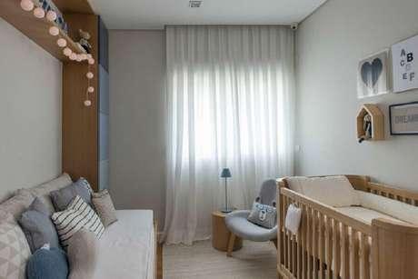 37. Poltrona para quarto de bebê decorado em tons neutros com nicho de casinha – Foto: Triplex Arquitetura