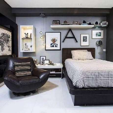56. Poltrona para quarto masculino moderno – Foto: Pinterest