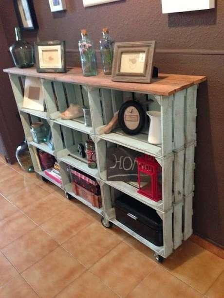 61. Decoração com caixotes de madeira com visual envelhecido. Foto de Nojavanha