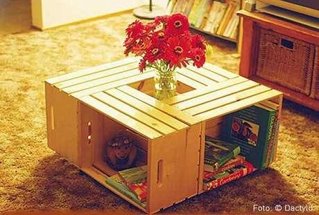 58. Decoração com caixotes de madeira como mesa de centro. Foto de Nadine Guerra