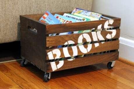 49. Decoração com caixotes de madeira como porta livros. Foto de Yandex