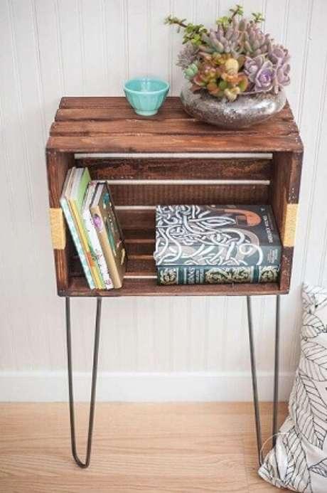 16.Uma decoração com caixotes de madeira comocriado mudo bem estiloso também é ótimo para um quarto. Foto de Design Listicle