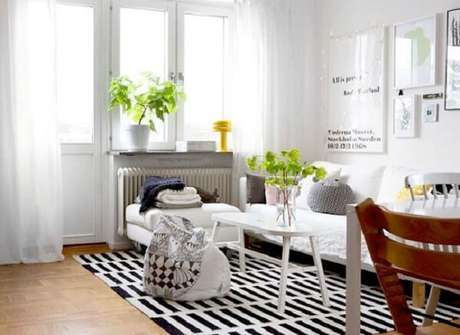 17. O clássico tapete listrado preto e branco. Fonte: Pinterest