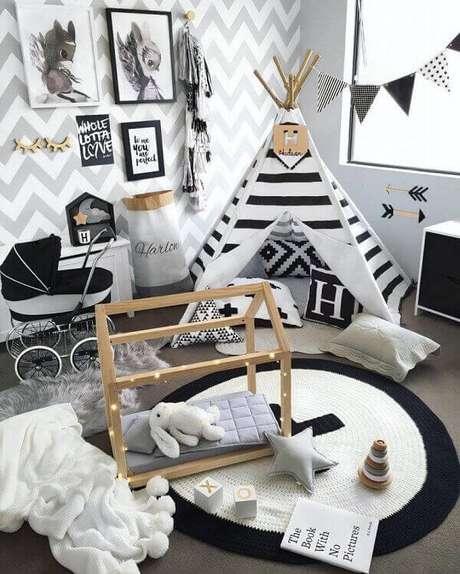 10. Quarto infantil com tapete de crochê preto e branco. Fonte: Pinterest