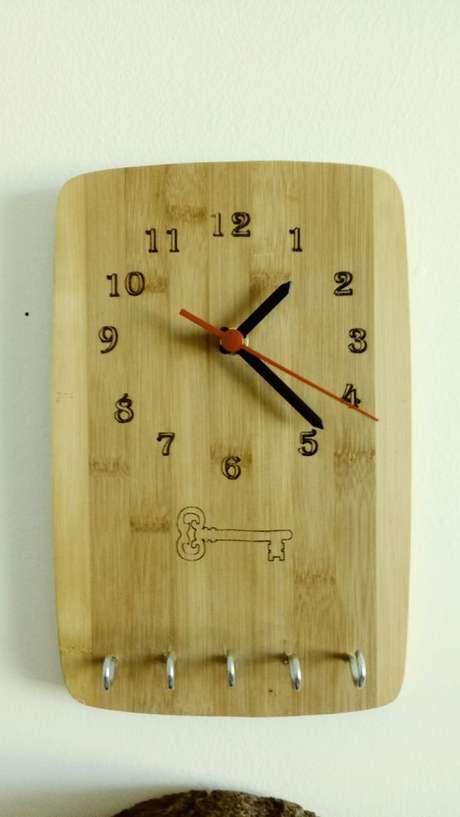 44. Há modelos de porta chaves que possuem até mesmo relógio. Foto: Pinterest