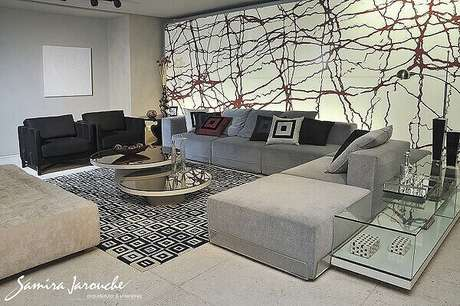 48. Tapete preto e branco geométrico para sala de estar. Projeto por Samira Jarouche