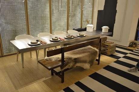 60. Tapete preto e branco listrado para sala de jantar. Fonte: Casa Cor 2016