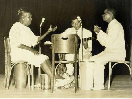 Clementina de Jesus, Paulinho da Viola e Elton Medeiros, durante show do espetáculo Rosa de Ouro, em 1967