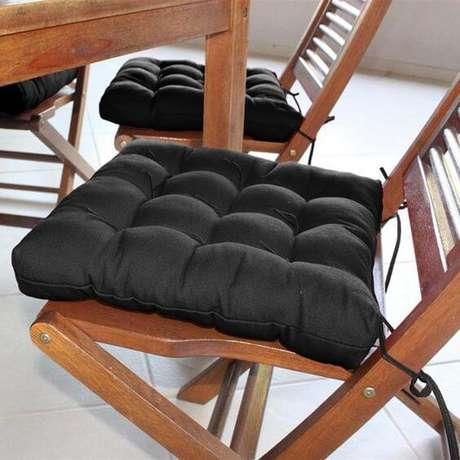 50. Almofada para assento de cadeira – Por: Mobly