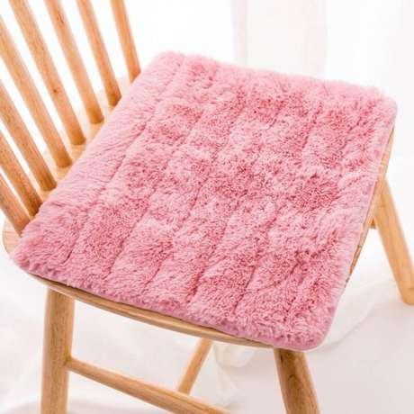 7. Almofada para assento de cadeira – Por: Pinterest