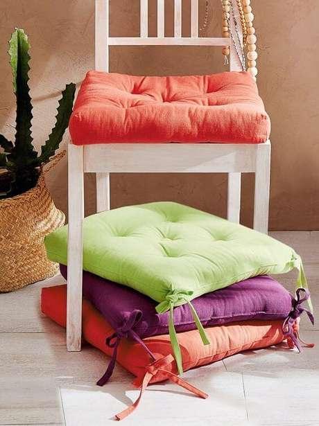 10. Almofada para cadeira colorida – Por: Pinterest