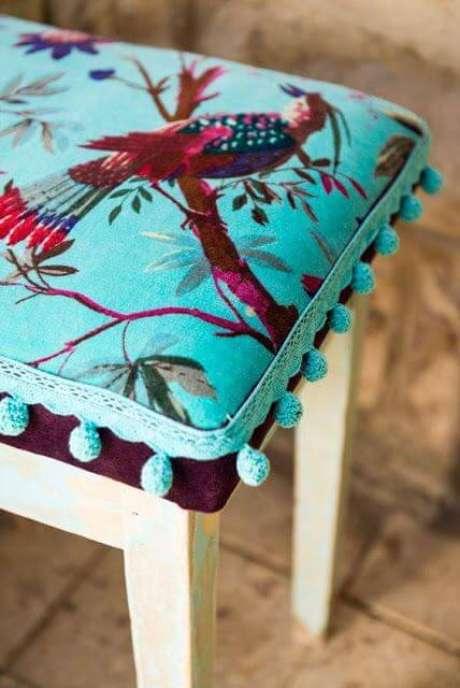 11. O tecido da almofada para cadeira pode ser estampado – Por: Construindo Minha Casa Clean