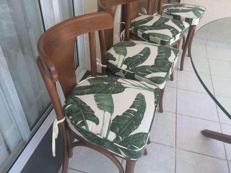 20. Almofada para cadeira para usar na mesa da área gourmet – Por: Pinterest