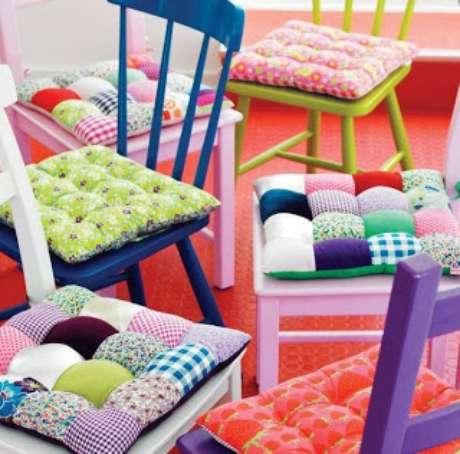 21. Almofada para cadeira de patchwork – Por: Artesanato