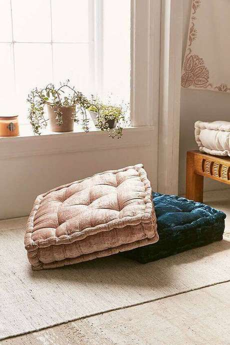 25. Almofada para cadeira de diferentes cores – Por: Urban outfitters