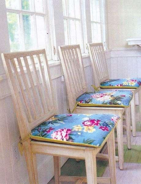 5. Almofadas para cadeira de cozinha estampada e colorida – Por: Pinterest