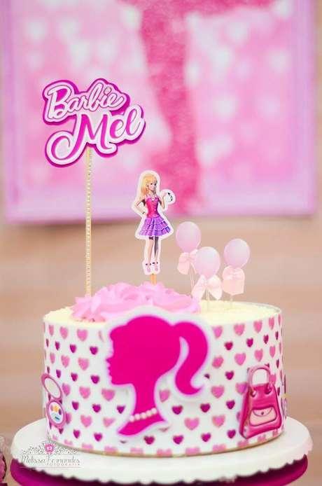 25. Bolo para festa da barbie simples – Por:Melissa Fernandes Fotografia