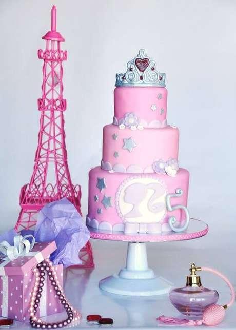 1. Bolo de festa da barbie com decoração paris – Por: Pinterest