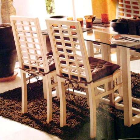 36. Cadeiras da sala de jantar com almofada neutra – Por: Pinterest