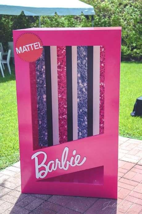 26. O cenário perfeito para as crianças fotografarem durante a festa da barbie- Por: Karas Party Ideas